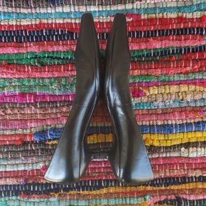 Aldo black leather kitten heel sz 37